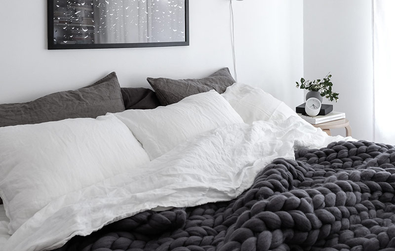 Scandinavian-style-bedroom-with-linen-bedding-Ohhio-chunky-merino-wool-blanket-and-Rainy-Day-print-by-Anu-Tammiste-1