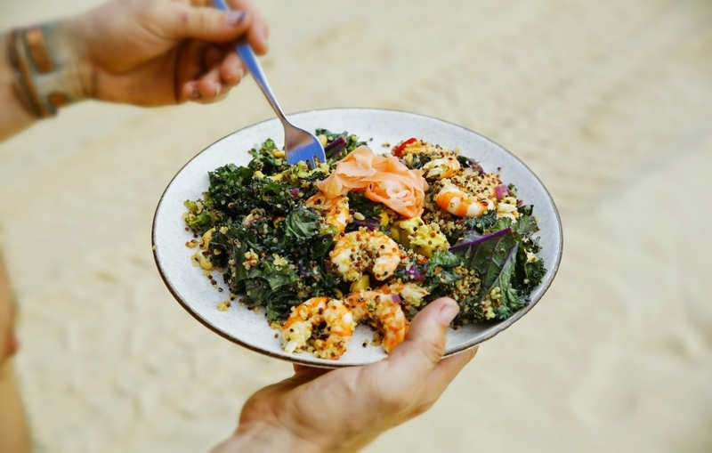 PRAWN, QUINOA, AVOCADO & KALE SALAD