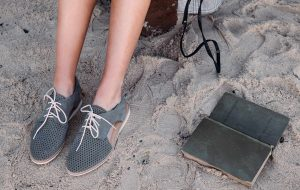 Travel Light – The must have travel shoes to pack for your next vacay!