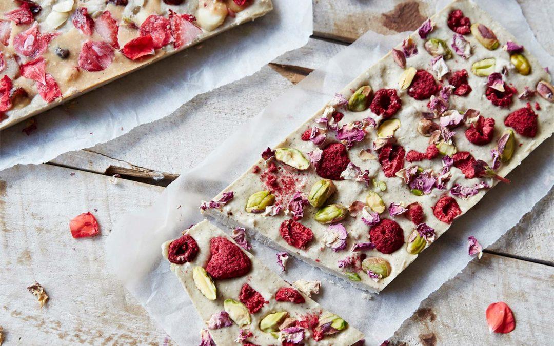 Raw white chocolate with pistachio and raspberry