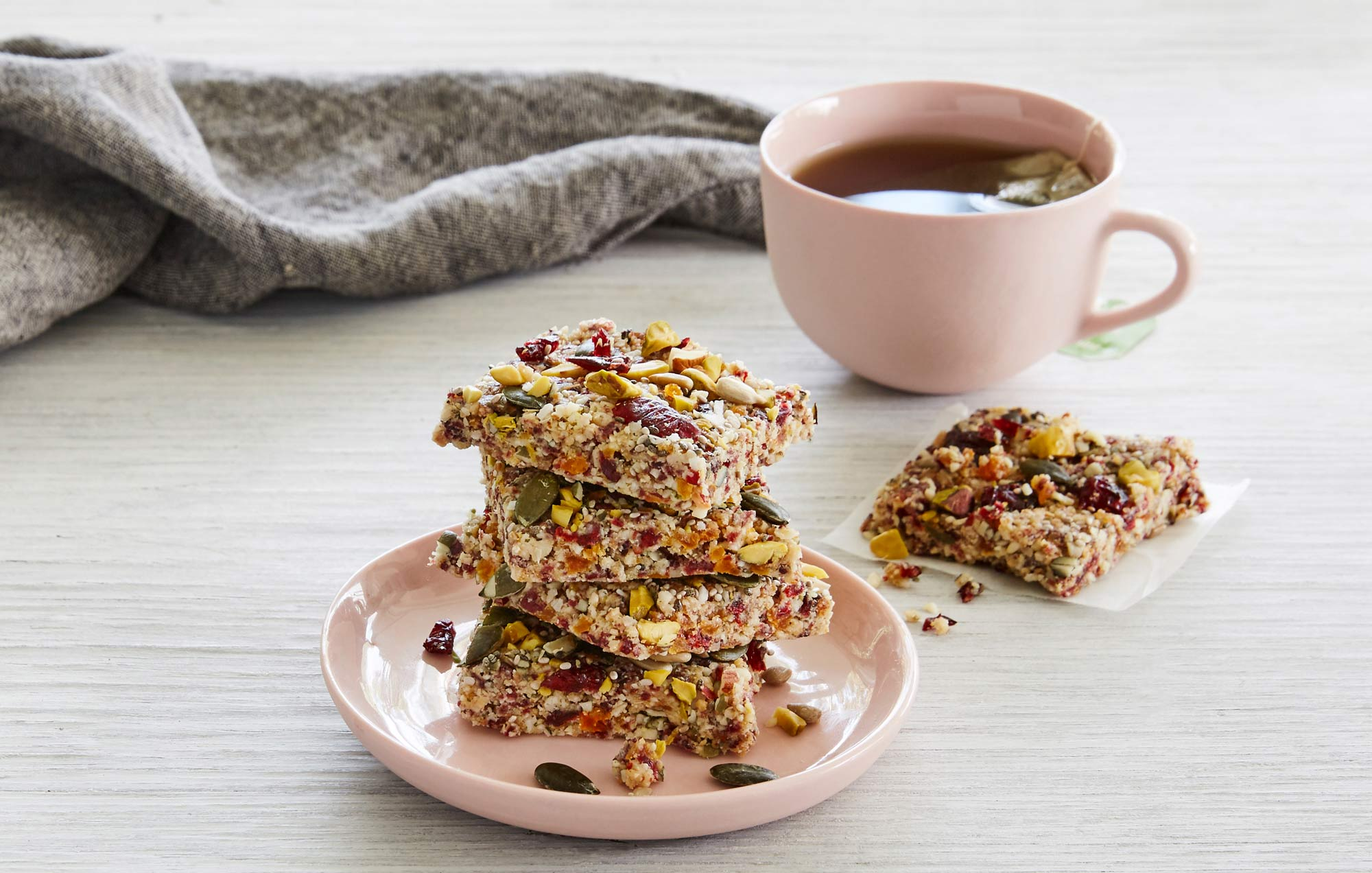 loup-TXO-Quinoa-Fruit-&-Nut-Bars-L