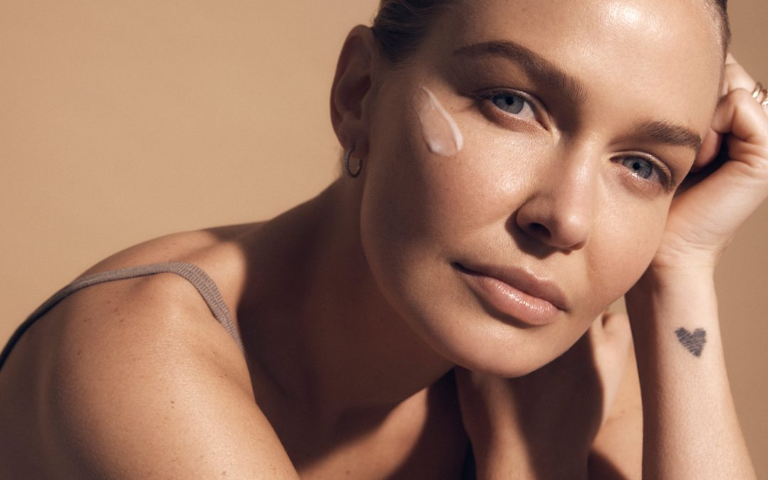 Lara Worthington joins forces with Swisse Beauty…and she couldn't be more fitting for the role.